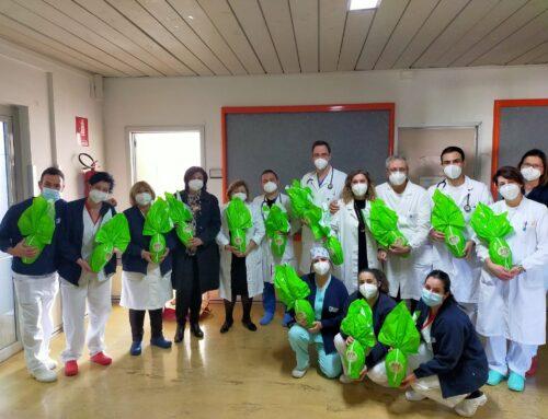 Alma Cis dona le Uova di Pasqua dell'AIL ai pazienti di Ematologia e del day hospital